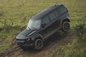 New Land Rover Defender appears on the set of new 007 film 'No Time to Die'