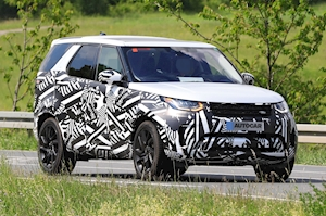 2021 Land Rover Discovery: prototype of facelifted SUV spotted